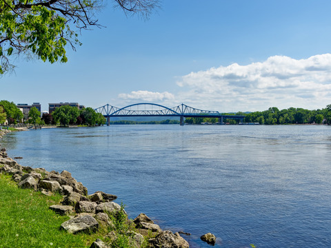 Riverside Park and the Mississippi River are only steps away from the hotel!