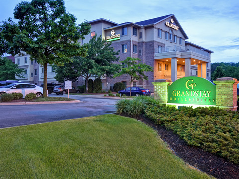 GrandStay Hotel & Suites La Crosse, WI