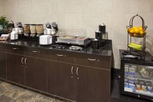 Complimentary Grand Start® Breakfast Served Daily