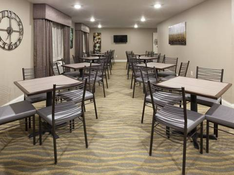 GRAND START® Breakfast Area/Meeting Space